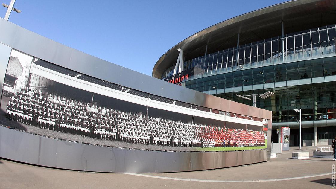 The spirit of highbury history news for Emirates stadium mural