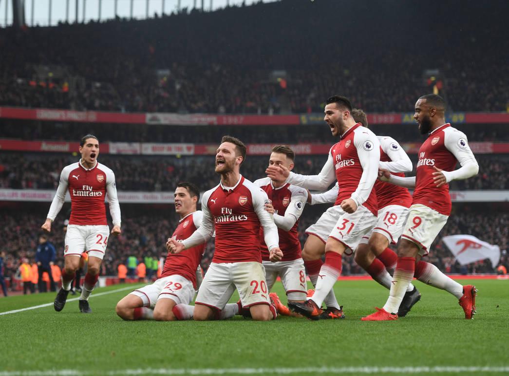 Los jugadores del Arsenal celebran el gol de Mustafi ante el Tottenham | Fotografía: Arsenal