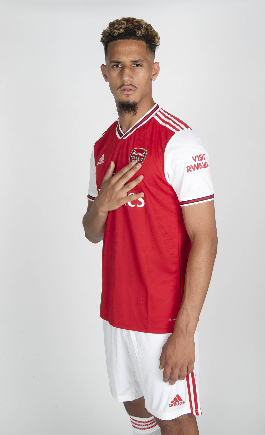 brand new 4fd4e 2ade8 📸 The first pictures of Saliba in Arsenal kit | Gallery ...
