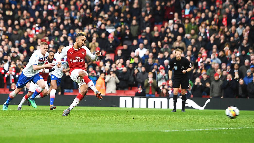 Pierre-Emerick Aubameyang scores against Stoke