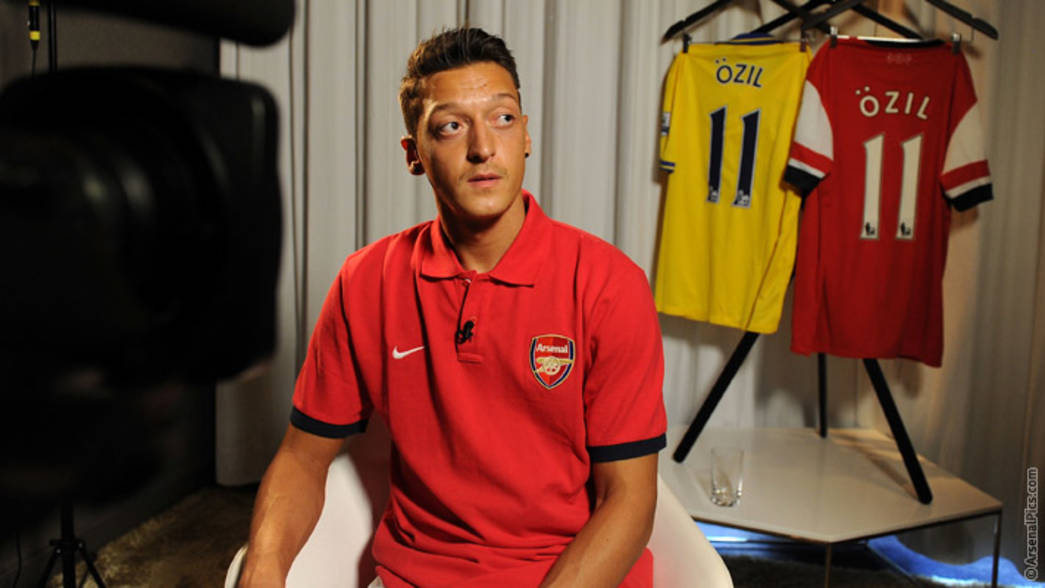Ozil - more pictures of our new signing | News | Arsenal.com