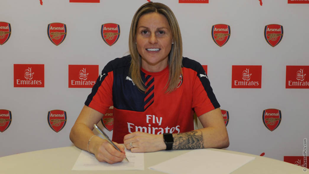Kelly Smith signs new contract | News | Arsenal.com