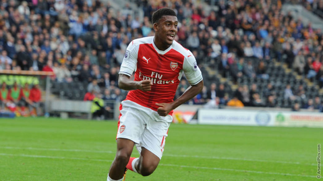 Alex Iwobi in action against Hull