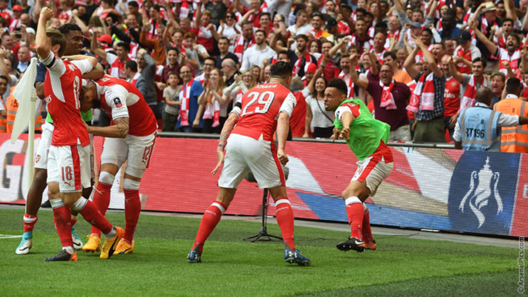 Francis Coquelin and Granit Xhaka celebrate