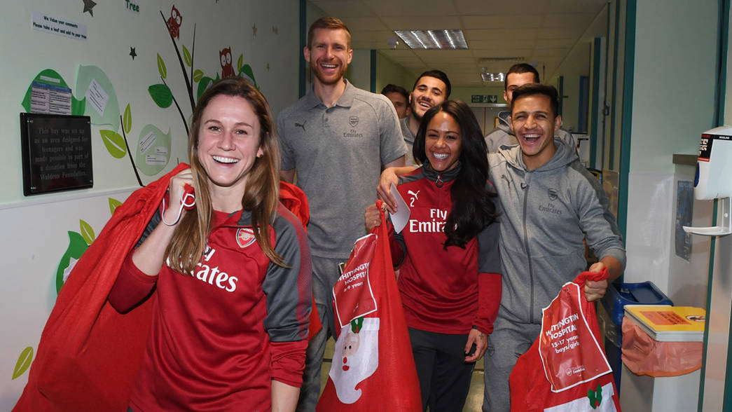 Arsenal stars spread festive cheer