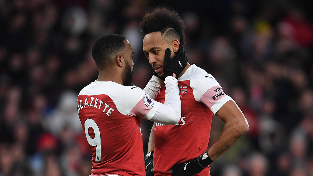 Laca encouraging Auba before the penalty take