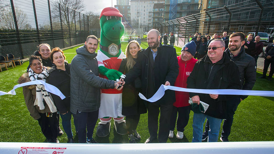 Legends Game Funds Upgrade For Hackney Pitch The Arsenal