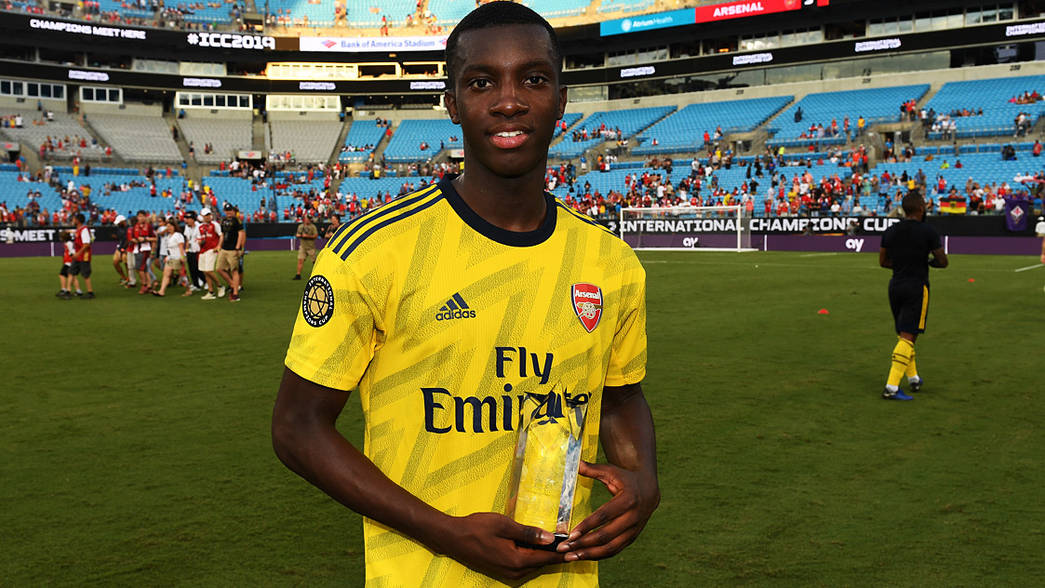 Eddie Nketiah poses with the MVP award after scoring twice against Fiorentina