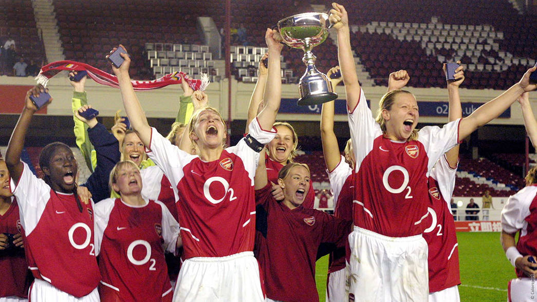 Arsenal Ladies win the 2004 league title