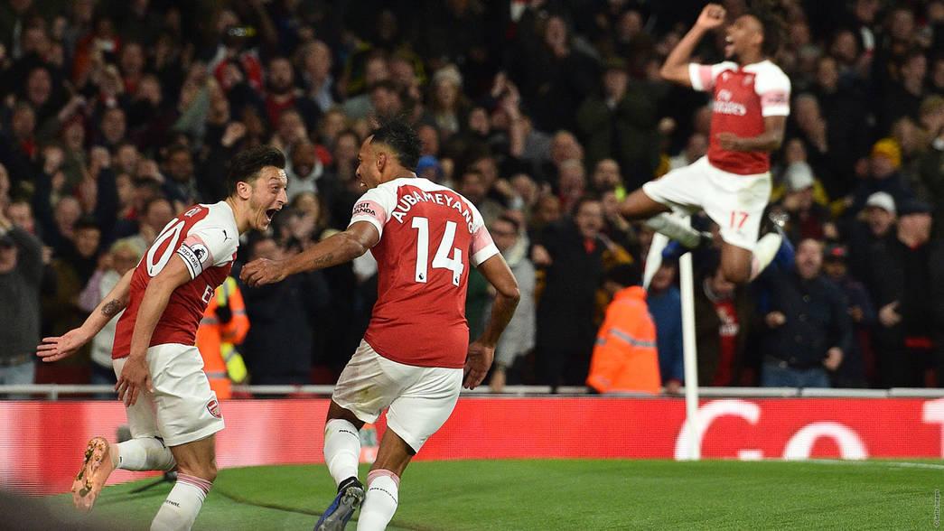 Ozil and Aubameyang celebrate