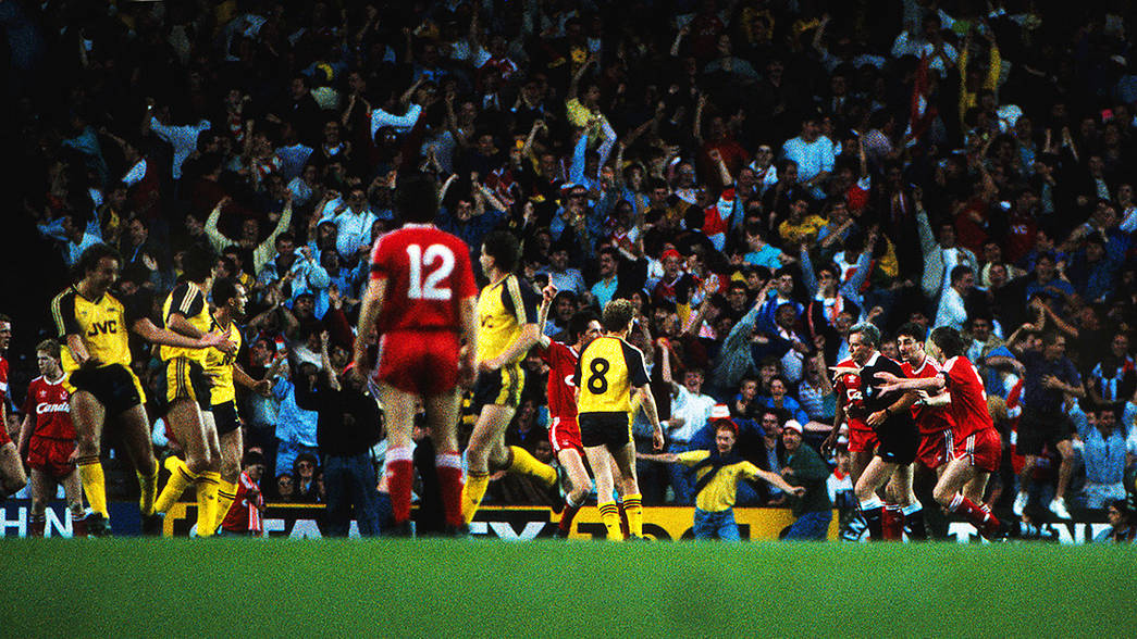 Alan Smith celebrates his goal at Anfield 89