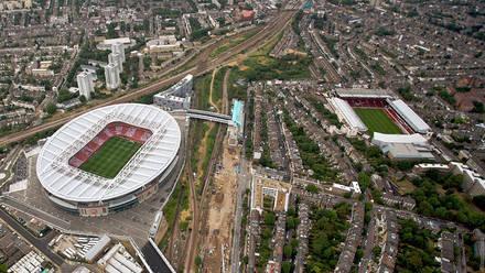56d9eed5c72 Club moves to Emirates Stadium