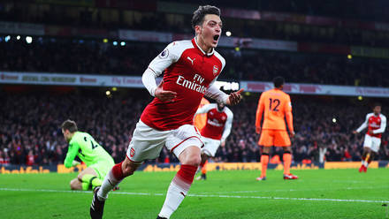 46084195b Ozil is our No 10