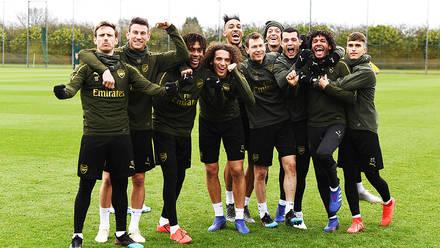 Team Head To Dubai For Training Camp And Match News Arsenal Com